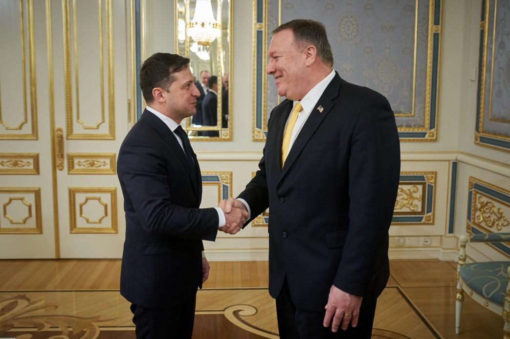 Зеленский пообещал Помпео не вмешиваться в американские выборы