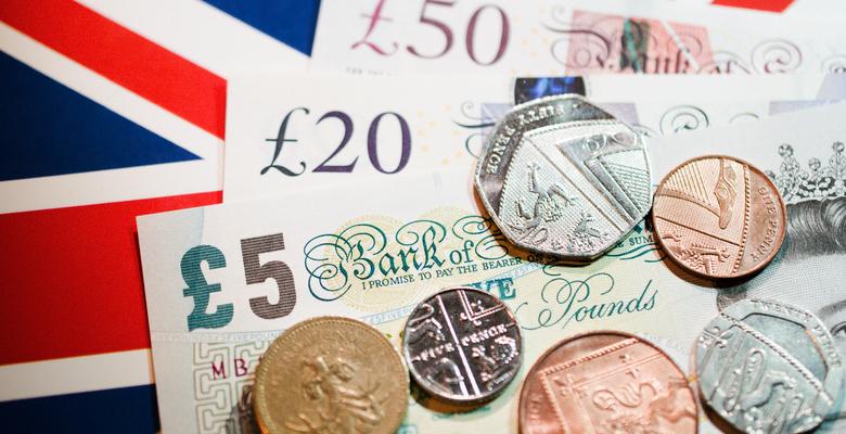 Общее падение, но рост ВВП. Экономика Великобритании потеряла рекордные...