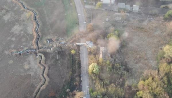 """""""Никто не сбежал"""". ВСУ на Донбассе уничтожили минометную позицию и здани..."""
