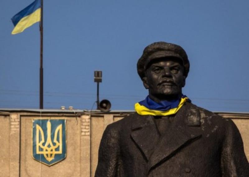 Зеленский поддерживает декоммунизацию, но против присваивания улицам одн...