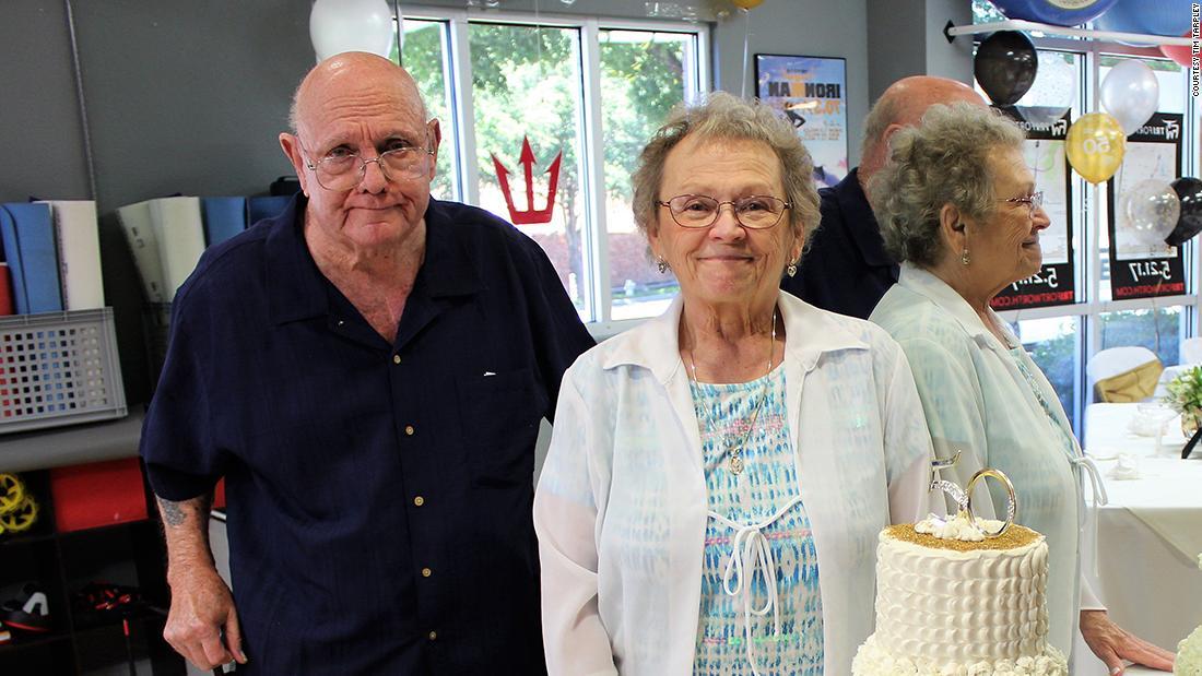 53 года вместе: супружеская пара из Техаса скончалась от коронавируса, д...
