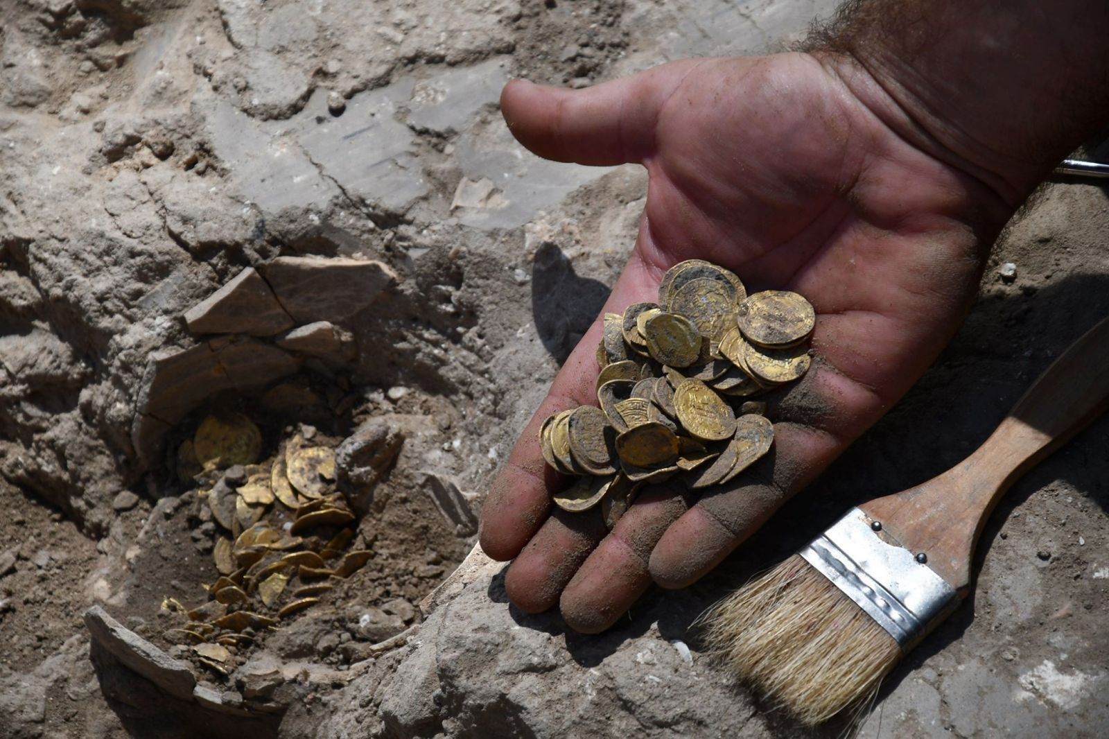 """Клад """"возрастом"""" в 1100 лет. В Израиле подростки нашли почти килограмм д..."""
