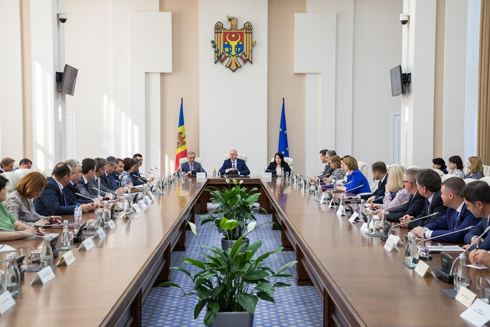 В Молдове два правительства провели параллельные заседания