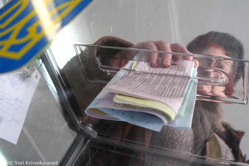"""Большинство украинцев - """"за"""" проведение досрочных выборов президента и п..."""