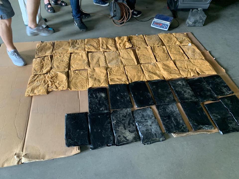 Полиция задержала иностранцев, которые перевозили 25 кг героина