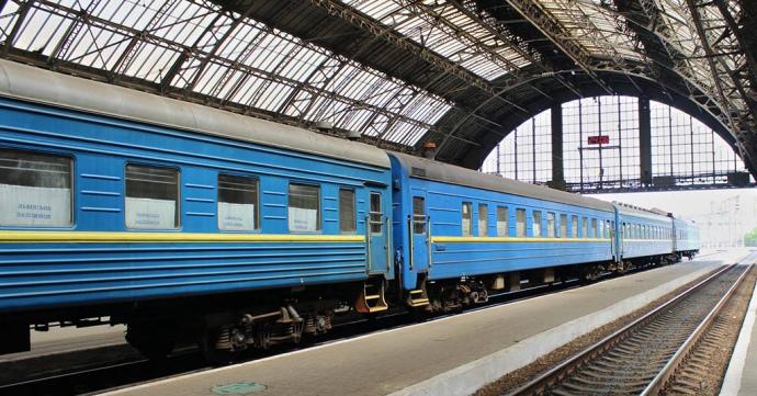 Укрзализныця возобновляет движение 14 пригородных поездов в пяти областя...
