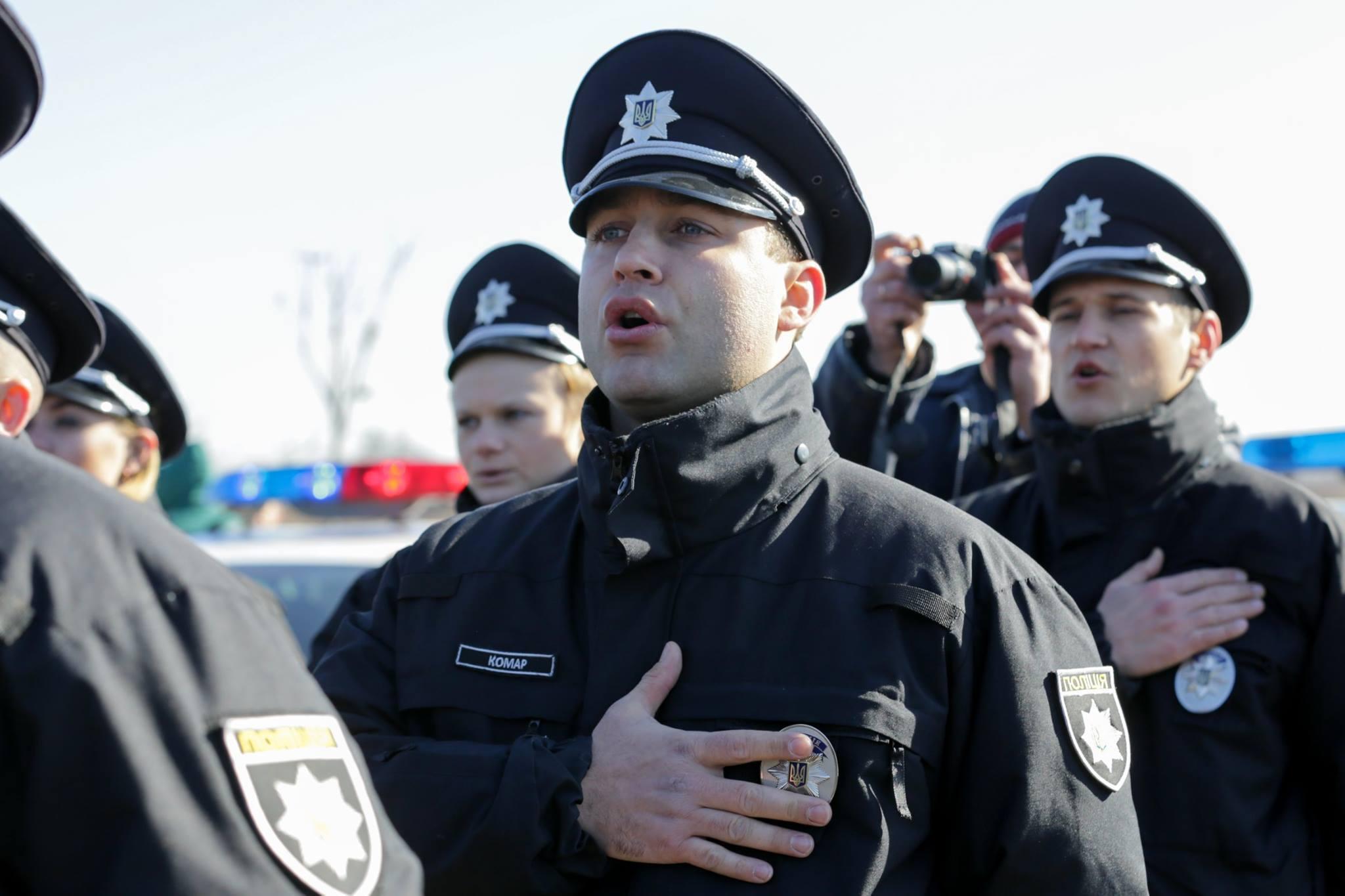 Украинским патрульным за регистрацию дачи взятки будут платить тысячу гр...