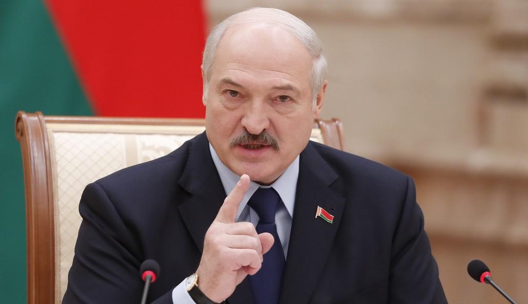 """Лукашенко об """"усатом таракане"""": Не нужно оскорблять, я действующий прези..."""