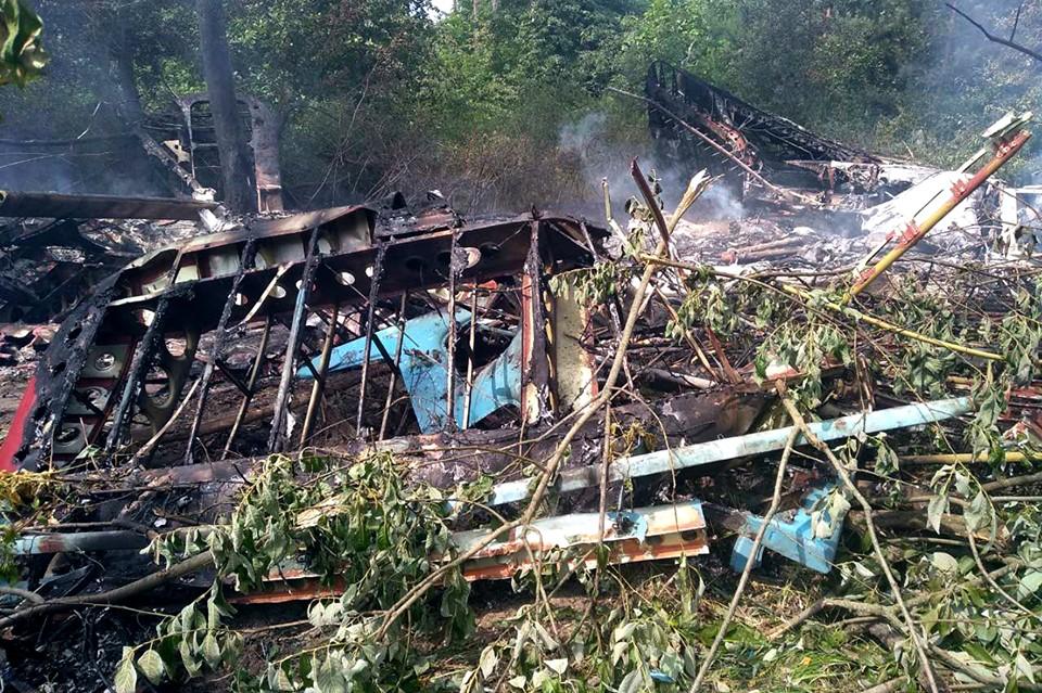 В Полтавской области аварийно приземлился самолет Ан-2 и сгорел, есть по...