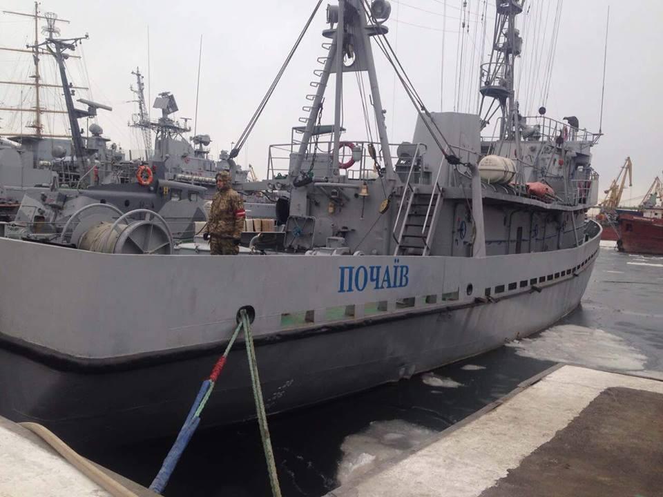 Судно ВМС Украины обстреляли с захваченной Россией буровой платформы в Ч...