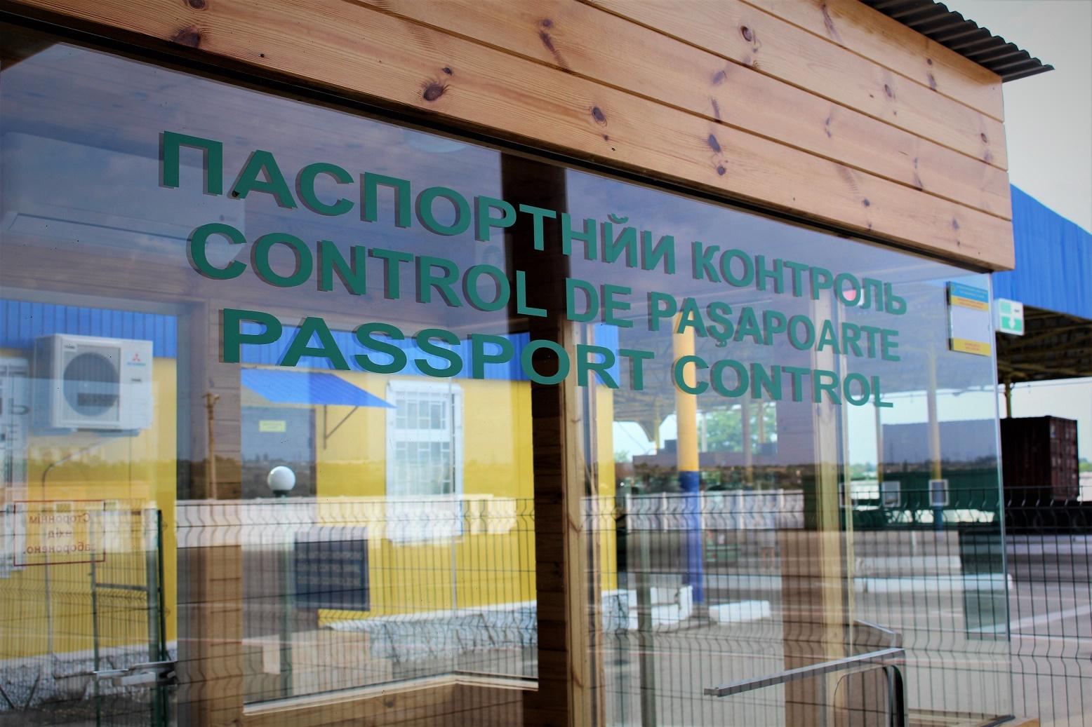 Пограничники задержали американца с поддельным видом на жительство в Укр...