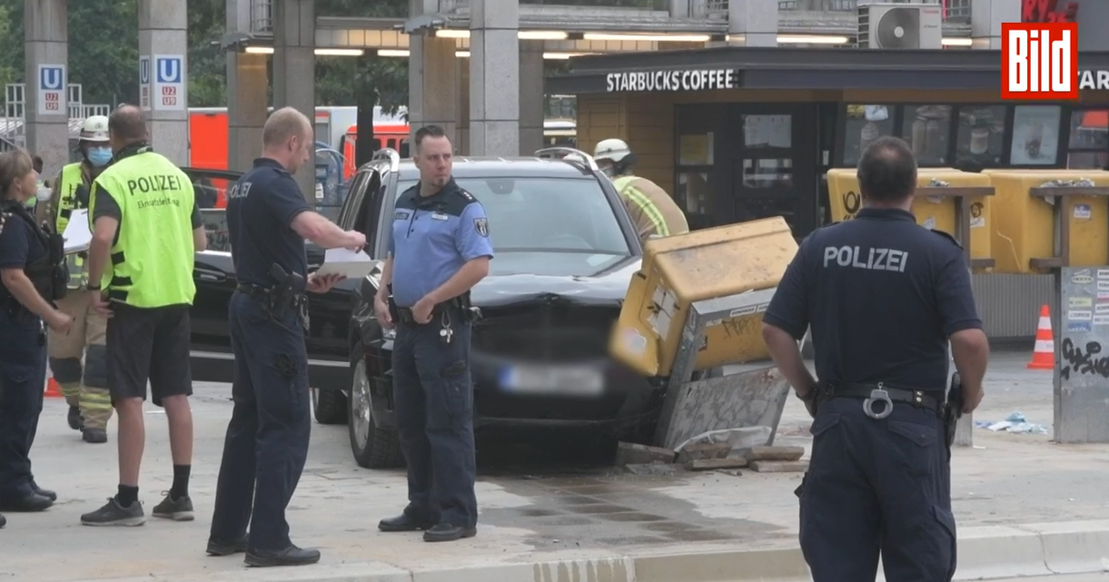 В Берлине автомобиль врезался в толпу людей: семеро пострадавших
