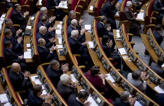 Депутаты вернули себе льготы, - Батьківщина