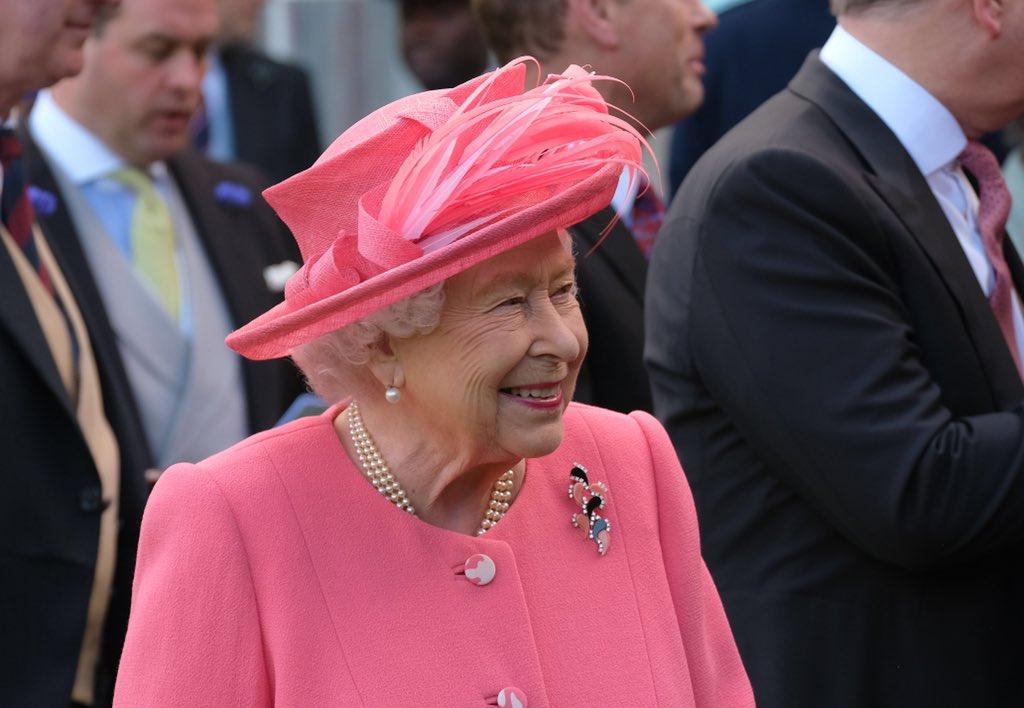 Королева Елизавета II по просьбе Бориса Джонсона приостановила работу па...