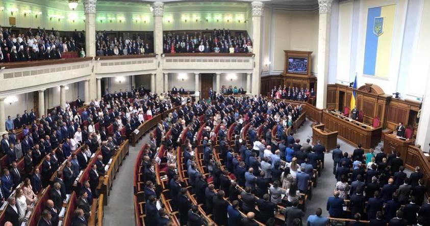Депутаты Верховной Рады IX созыва принесли присягу и ушли на перерыв