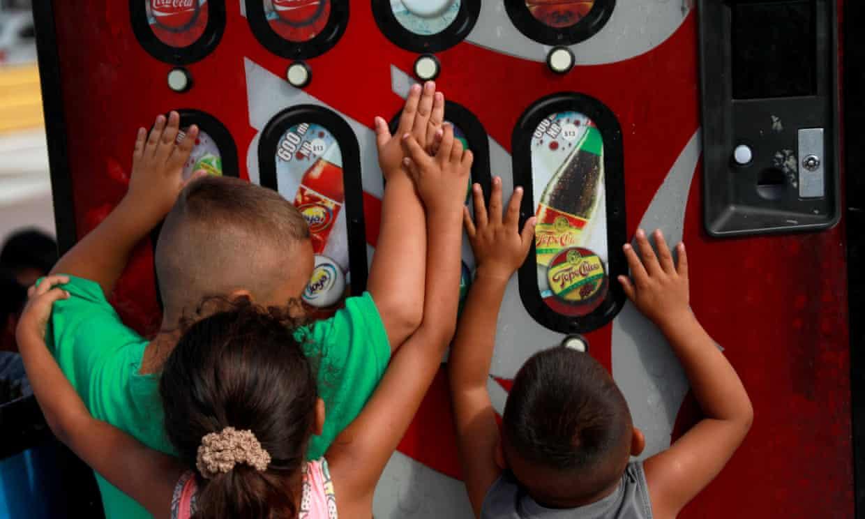 В мексиканском штате запретили продавать детям сладкие газированные напи...