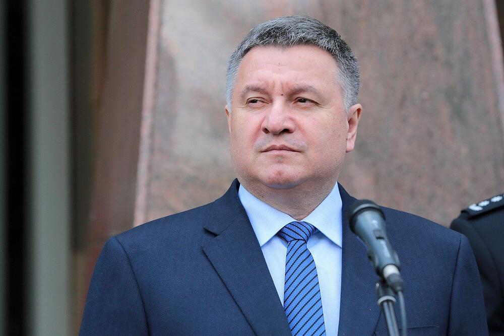 Глава МВД Арсен Аваков остался министром, поскольку эффективен и настрое...