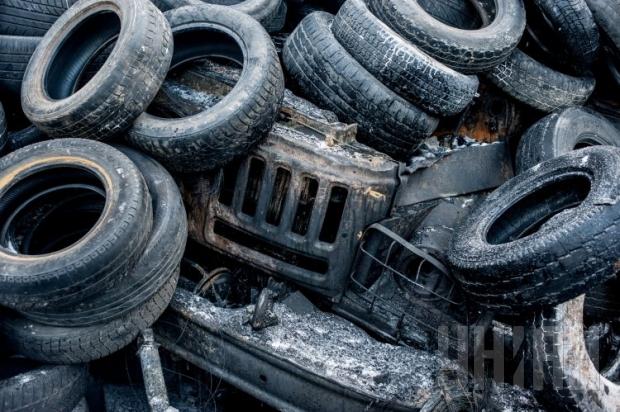 Учеников школы в центре Киева перевели в другую из-за горения шин