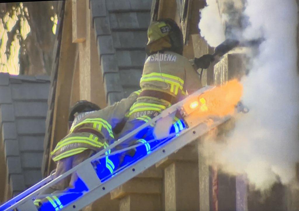 Бой за улей. В США пострадали четверо полицейских и пожарных в сражении...