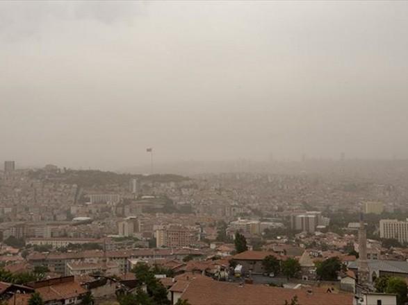 Столицу Турции накрыло огромное облако пыли