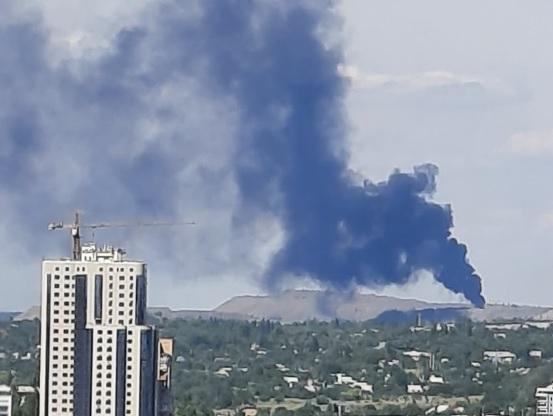 Пожар под Донецком: могли загореться свалка или нефтебаза