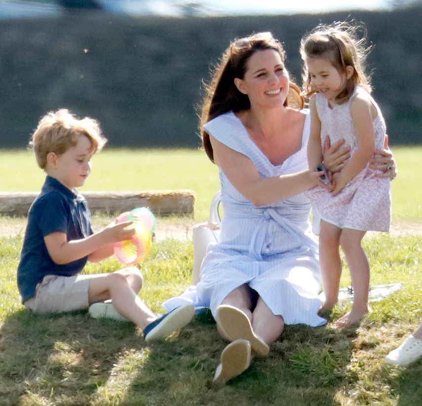 Кейт Миддлтон отвела принца Джорджа и принцессу Шарлотту в спа