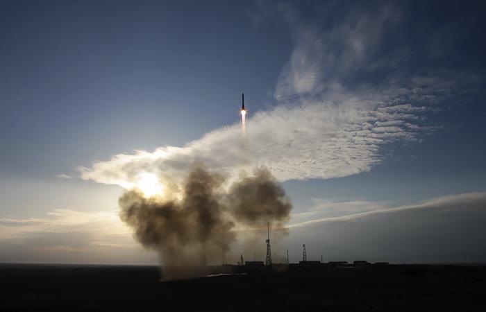 """""""Роскосмос"""" и NASA договариваются о взаимном предоставлении мест для пол..."""