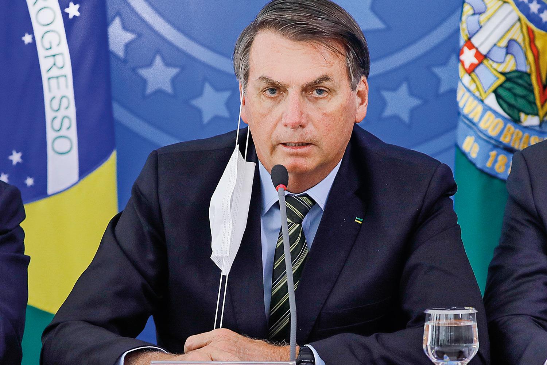 У отрицавшего коронавирус президента Бразилии диагностировали коронавиру...