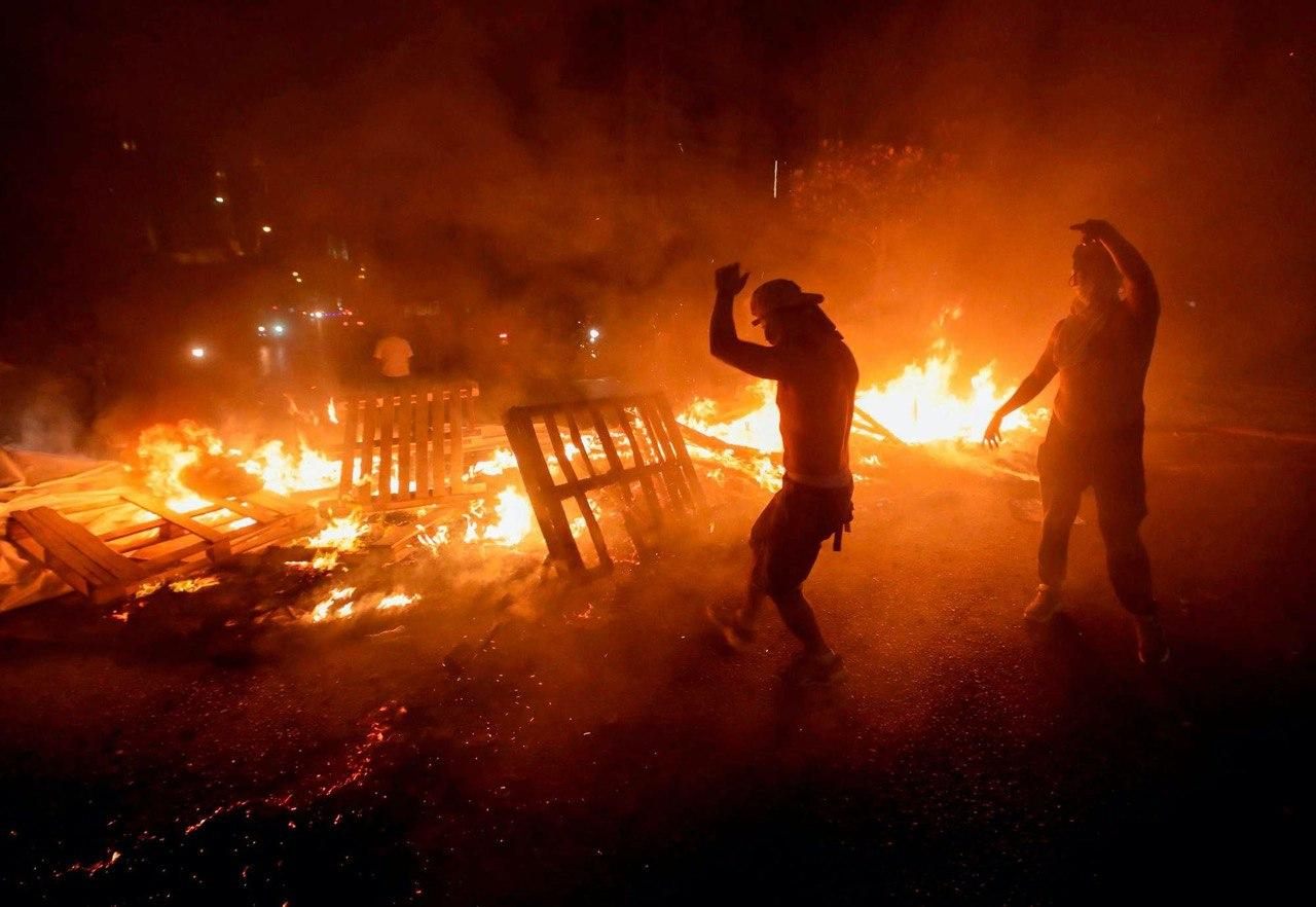 """Протесты в Ливане: жители Бейрута захватили министерство экономики и """"по..."""