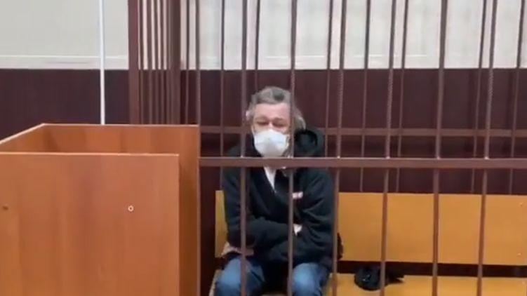 В интернете начали продавать билеты на суд над Ефремовым