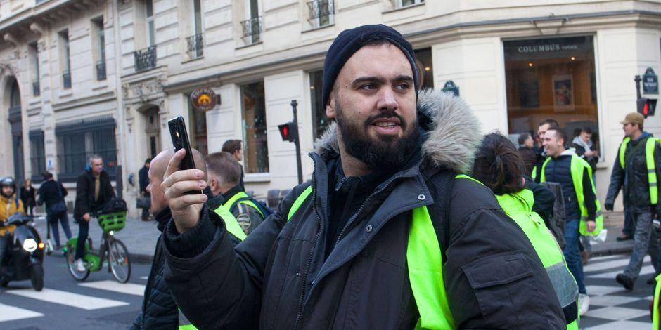 """В Париже задержали одного из лидеров """"желтых жилетов"""""""