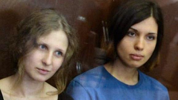 Толоконникова и Алехина будут сотрудничать с Навальным