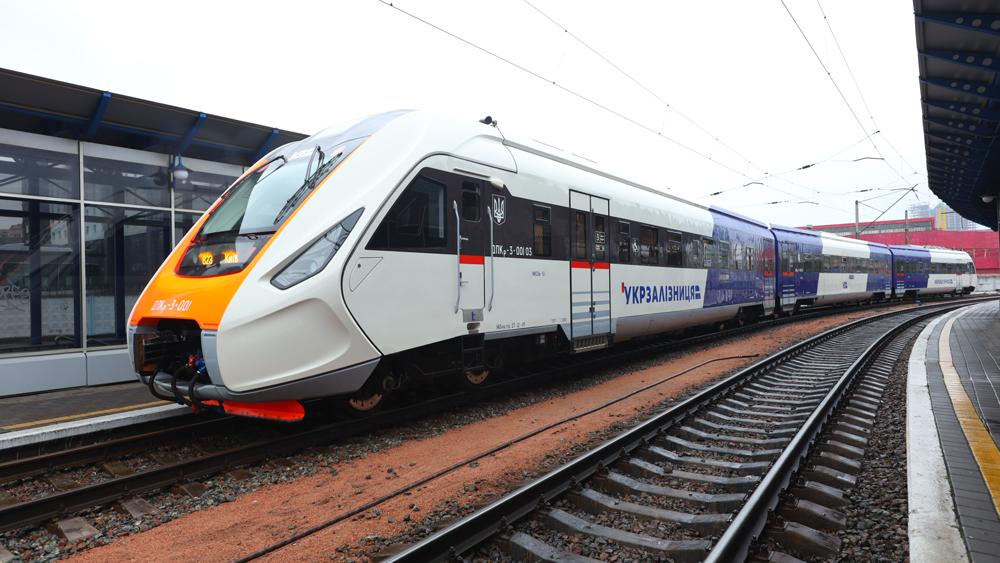 Поезд Kyiv Boryspil Express перевели в Черкассы: нет спроса