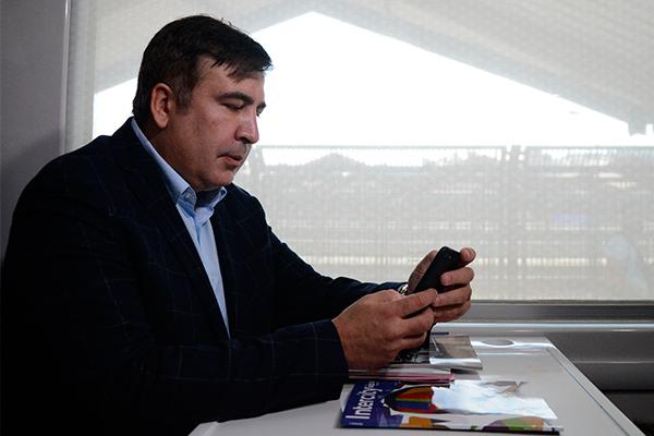 Саакашвили заявил, что за зарплату в $1500 нельзя ребенку мороженое купи...