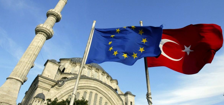 Турция грозит ЕС расторгнуть сделку по мигрантам, если не получит уже ос...