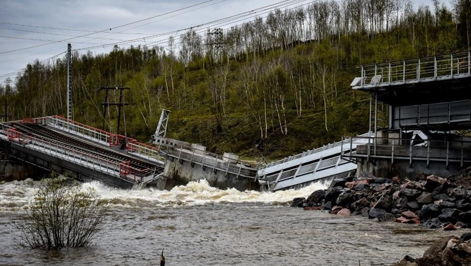 Возле Мурманска рухнул единственный железнодорожный мост, связывающий го...