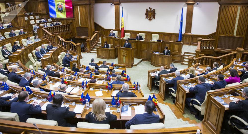 В Молдове и.о. президента распустил парламент
