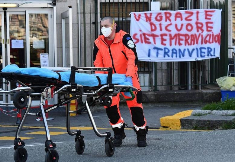 Абсолютный антирекорд: в Италии за сутки от коронавируса умерли почти ты...
