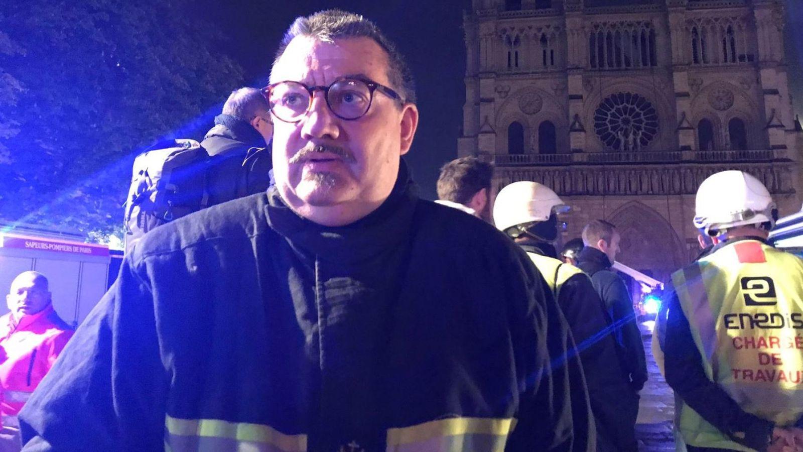 Французский священник вынес реликвии из горящего Нотр-Дам де Пари