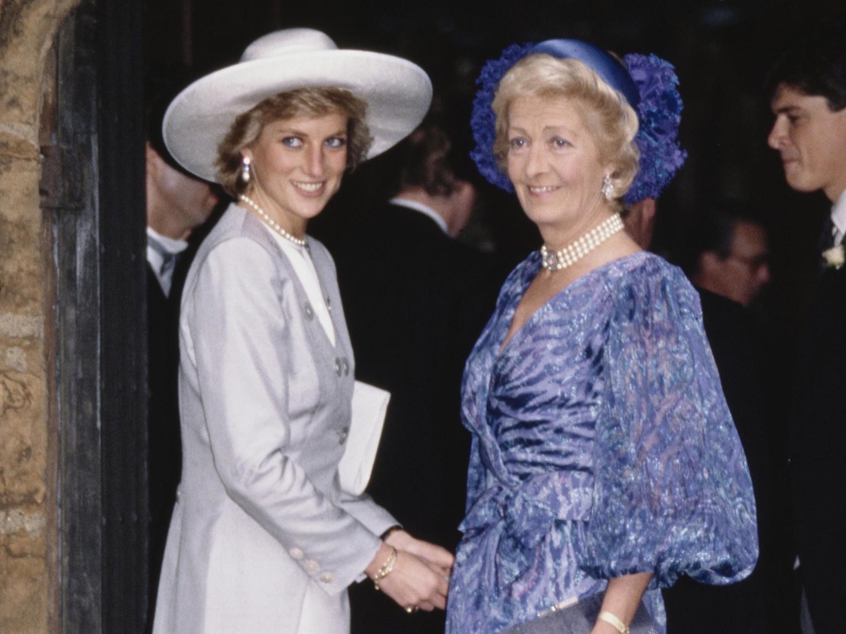 Брат принцессы Дианы поделился архивным фото ее матери