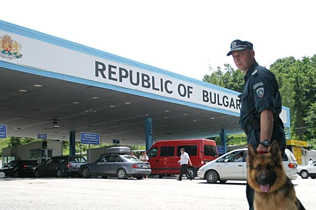 Болгария опять передумала: украинцам разрешили въезд без ПЦР-теста и сам...