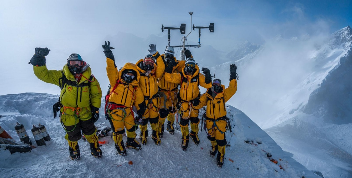 На Эвересте установили самую высокую метеостанцию в мире