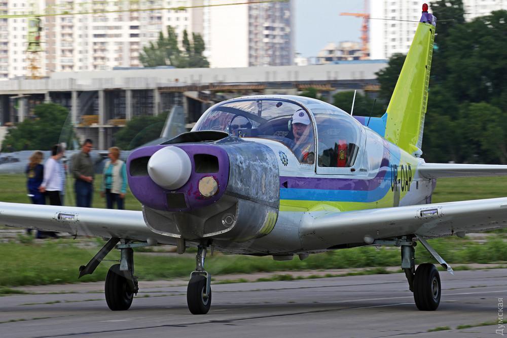 Во время крушения самолета в Одессе погиб известный летчик-испытатель