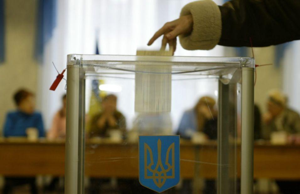 Место голосования на выборах президента Украины изменили более 180 тысяч...