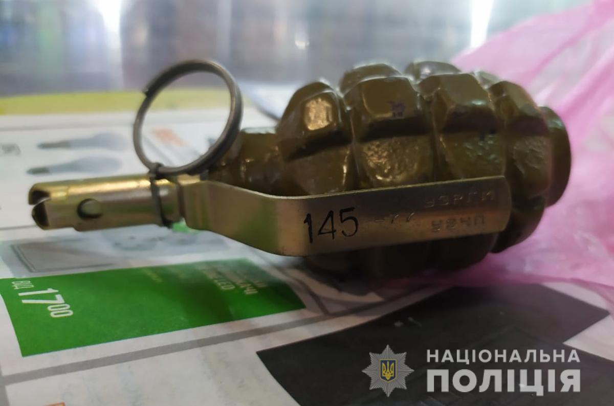В Запорожской области мужчина с гранатой угрожал перекрыть дорогу
