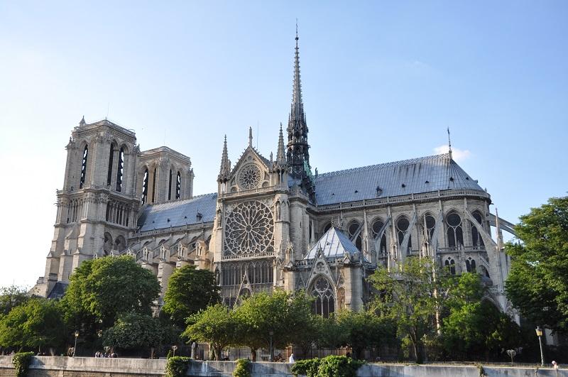 Собор Нотр-Дам-де-Пари восстановят строго в прежнем виде, – Макрон
