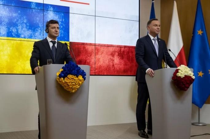 Президент Польши отменил визит в Украину из-за коронавируса