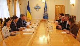 Данилюк обсудил реформы в сфере безопасности с бывшим госсекретарем ВМС...