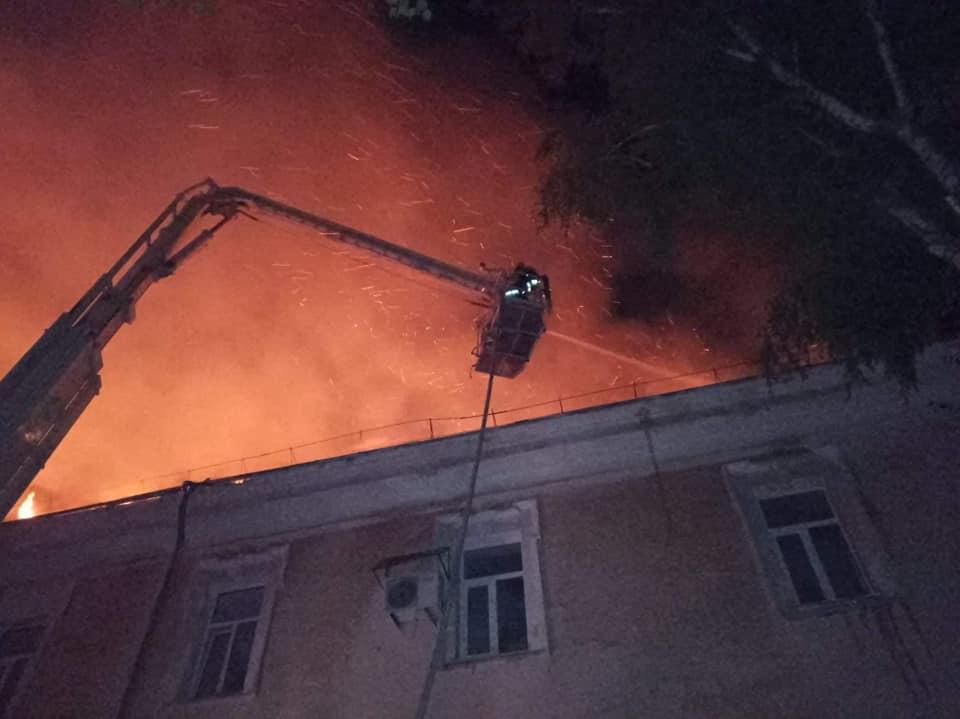 В Луцке ночью горел военный госпиталь, эвакуированы почти 100 человек