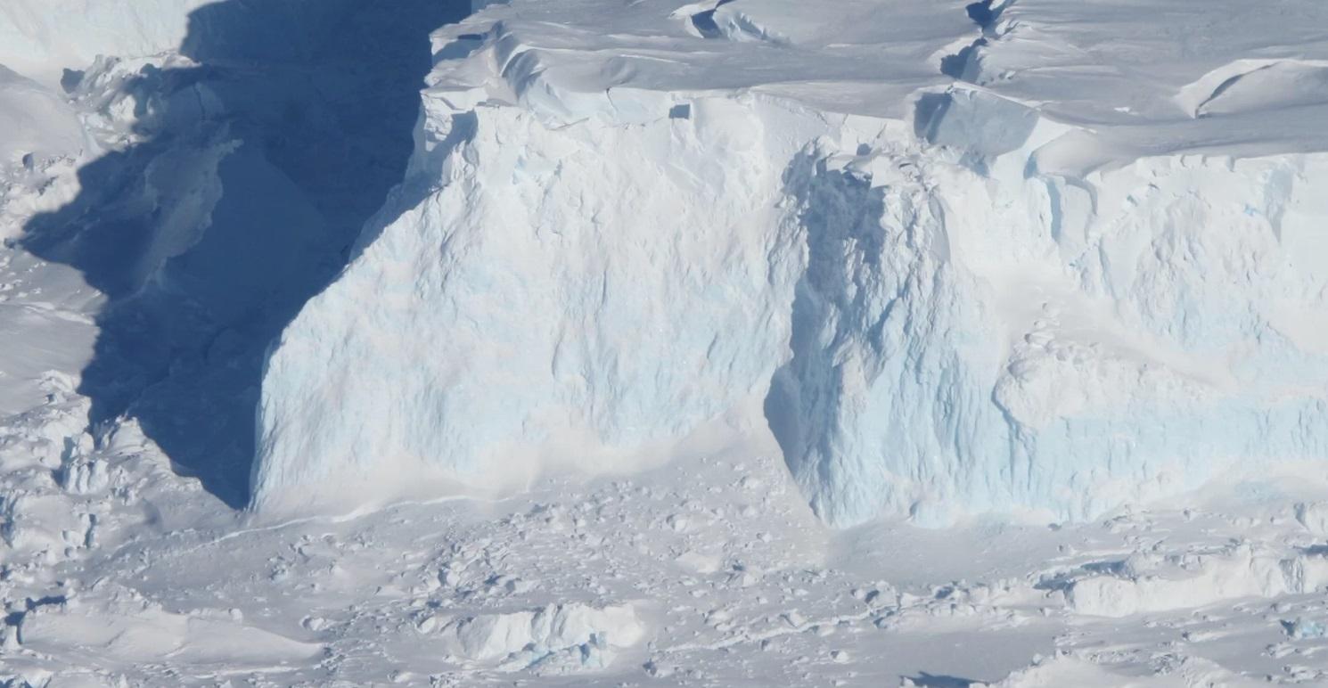 Подводные дамбы могут остановить таяние ледников